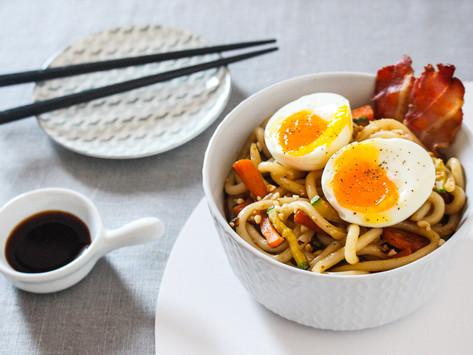Udon con verdure, uovo e bacon (per un risveglio jappo col botto)