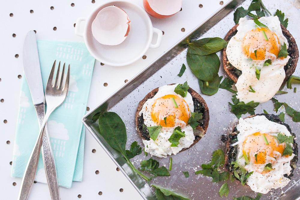 uova con funghi portobello