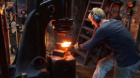 1200px-Forging_of_Damascus_Steel_in_Soli
