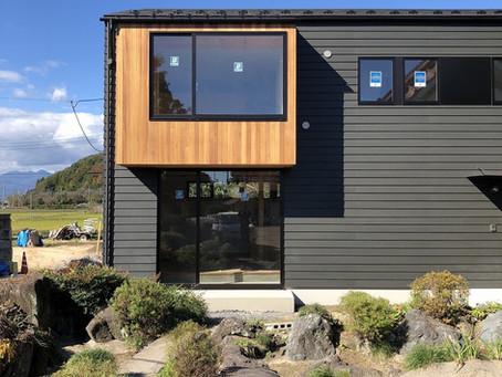 レッドシダーとラップサイディングの外観。さくらの家、もうすぐ完成。