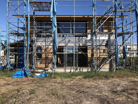 高根沢の家、中も外も垂木掛け。祇園の家、上棟に向けて。