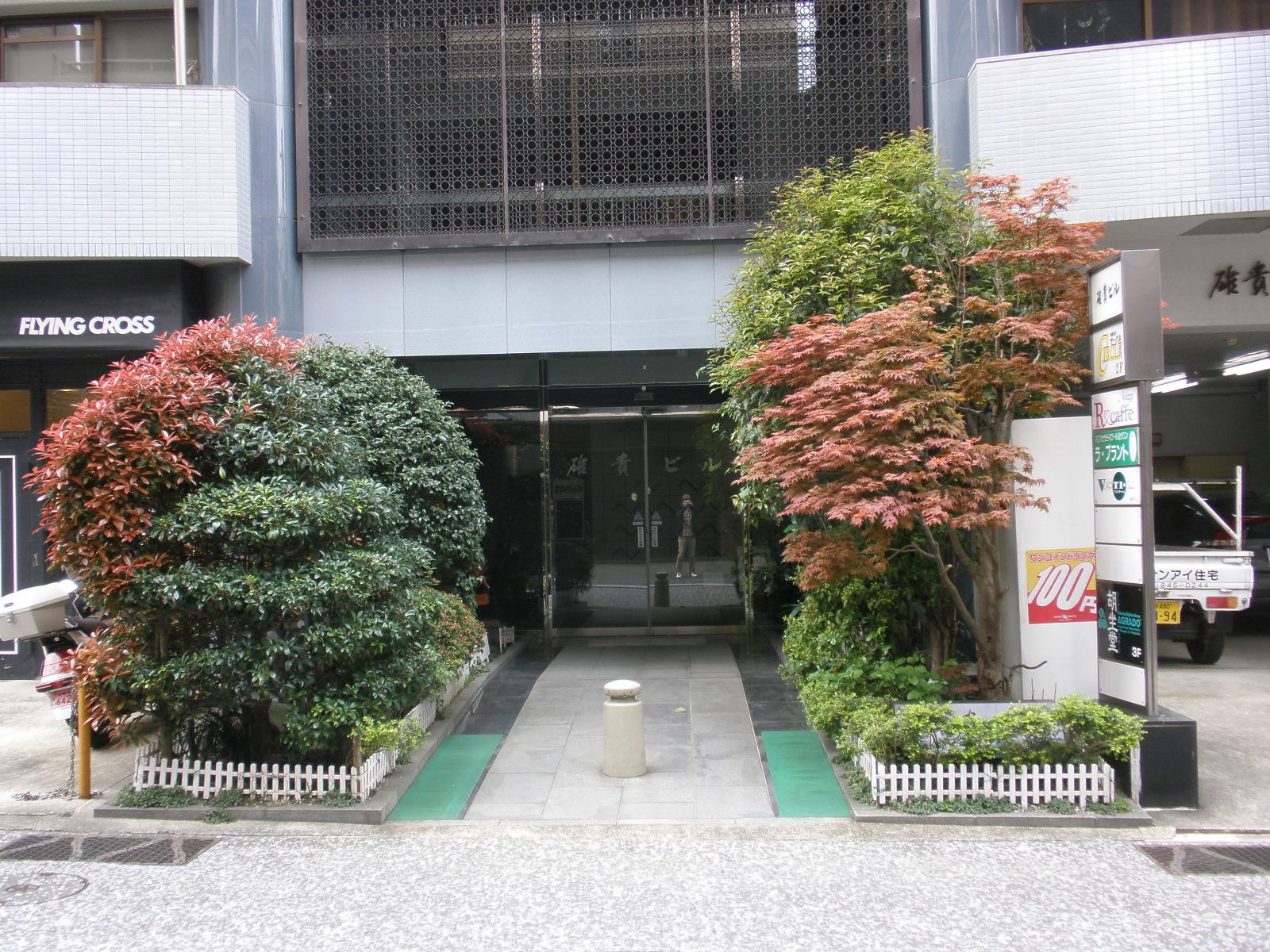 ビル入口-2
