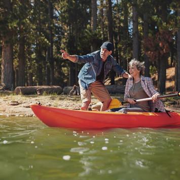 senior-couple-on-kayak-in-the-lake-P3QEE