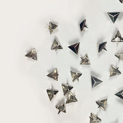 Clous triangle argenté