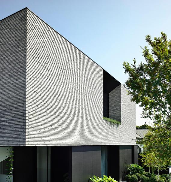 Petersen-K91-bricks-Jennings-House-front-facade copy.jpg