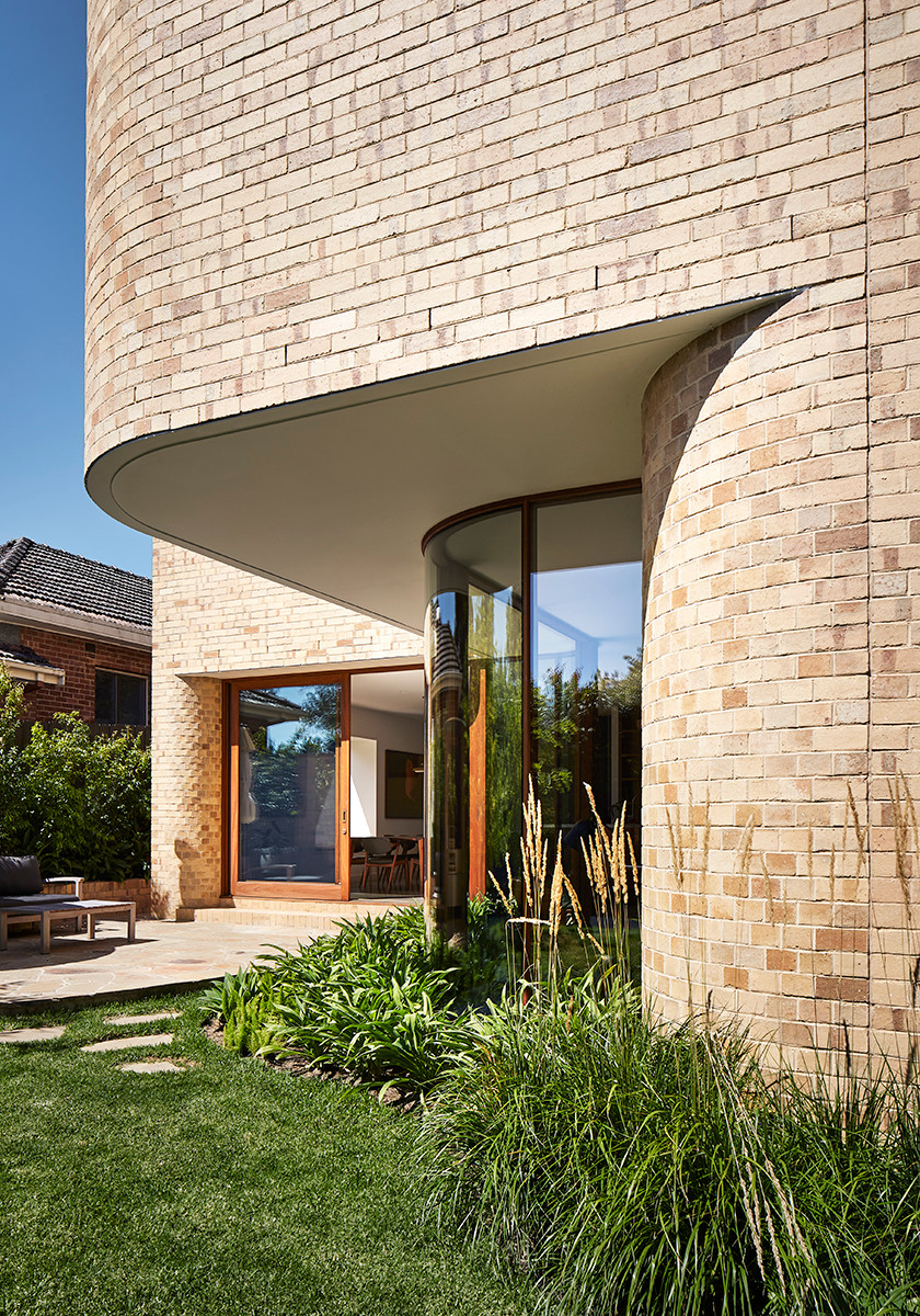 Krause Cream bricks add spectacular curves