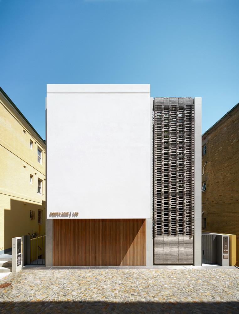 Deepwater House Bondi, Petersen brick screen
