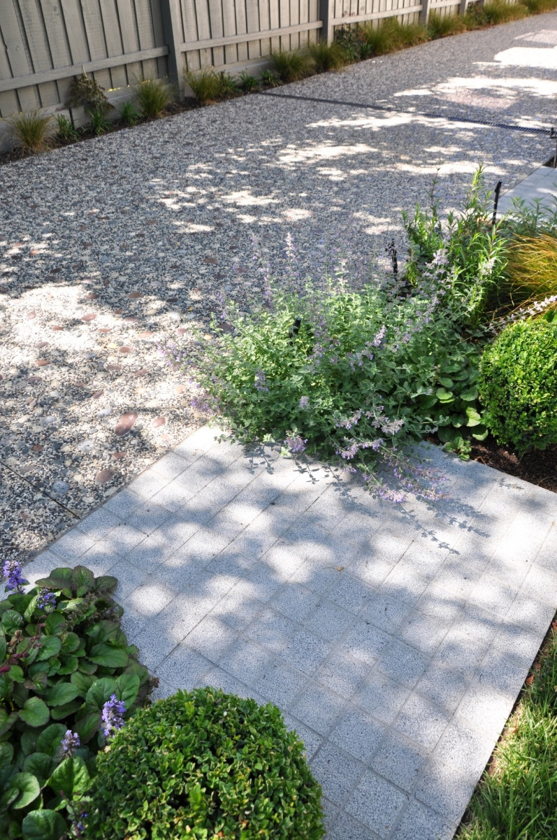 Silver granite paving and cobblestones