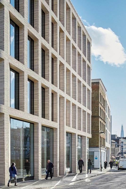 A simply elegant facade
