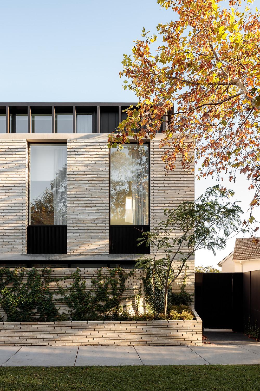 Krause Emperor Bricks, Edition Toorak, external facade
