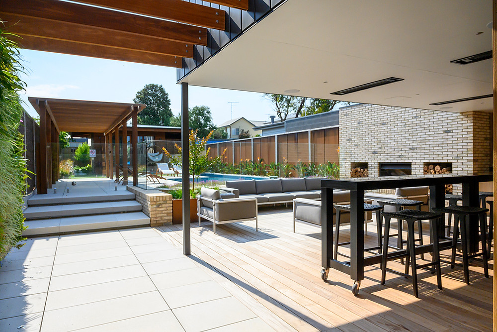 Petersen D72 bricks on the alfresco barbecue and fireplace, Torquay House