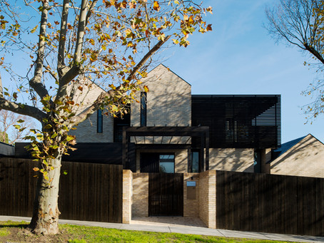 The Garden House: Framed garden views creating tranquillity in an urban setting