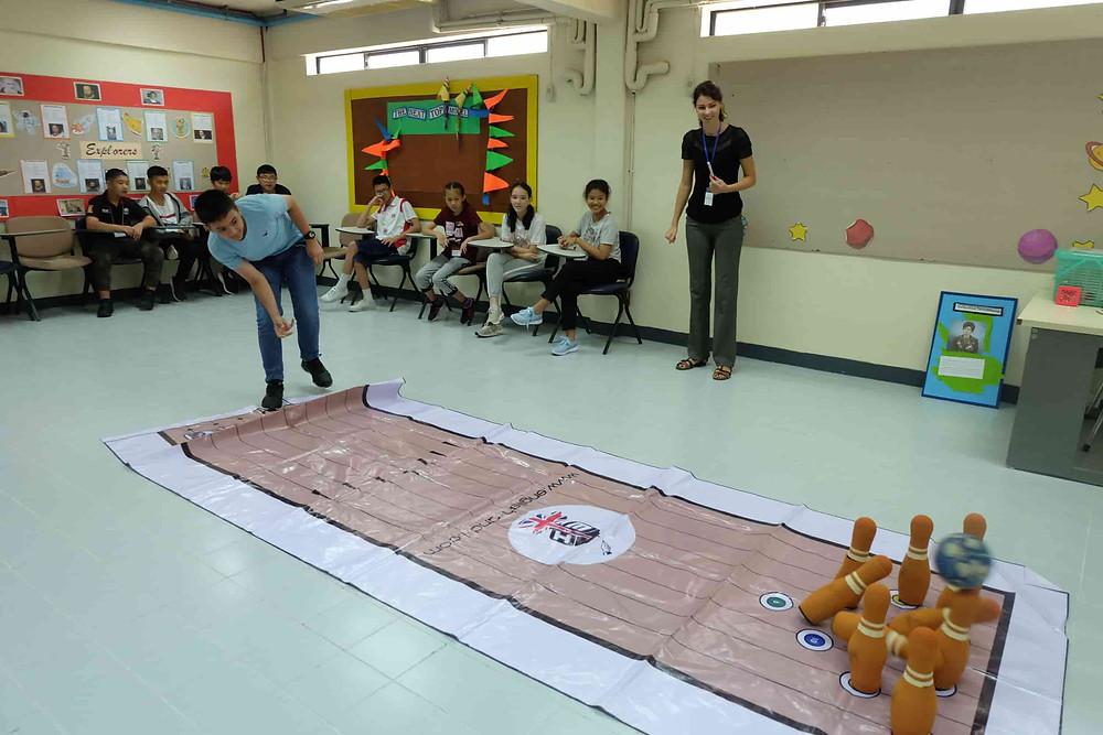 เกม โบว์ลิ่ง เกมในค่าย จัดค่ายภาษาอังกฤษ