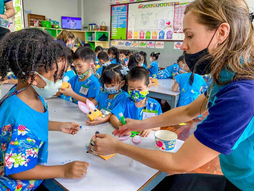ครูฝรั่ง จัดหาครูต่างชาติ จัดหาครูฝรั่ง