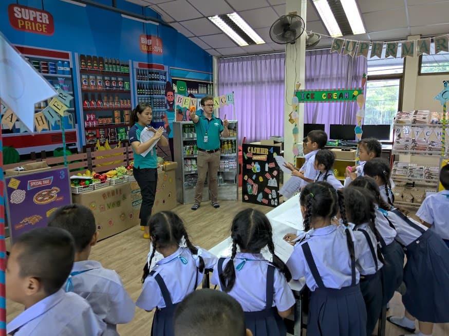 สอนภาษาอังกฤษ ครูต่างชาติ ห้องสมุด