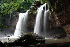 Haeo_Suwat_waterfall.jpg