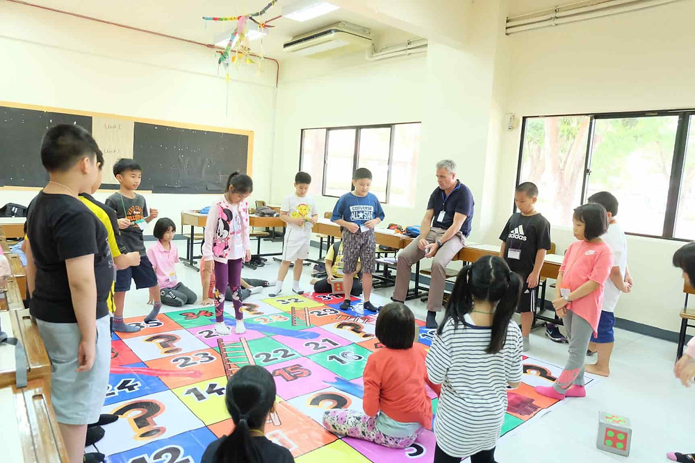 เกมบันไดงู เกมเล่นในค่าย ครูต่างชาติ นักเรียน