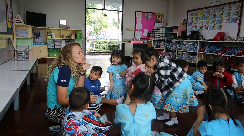 ครูต่างชาติ ครูฝรั่ง จัดหาครู