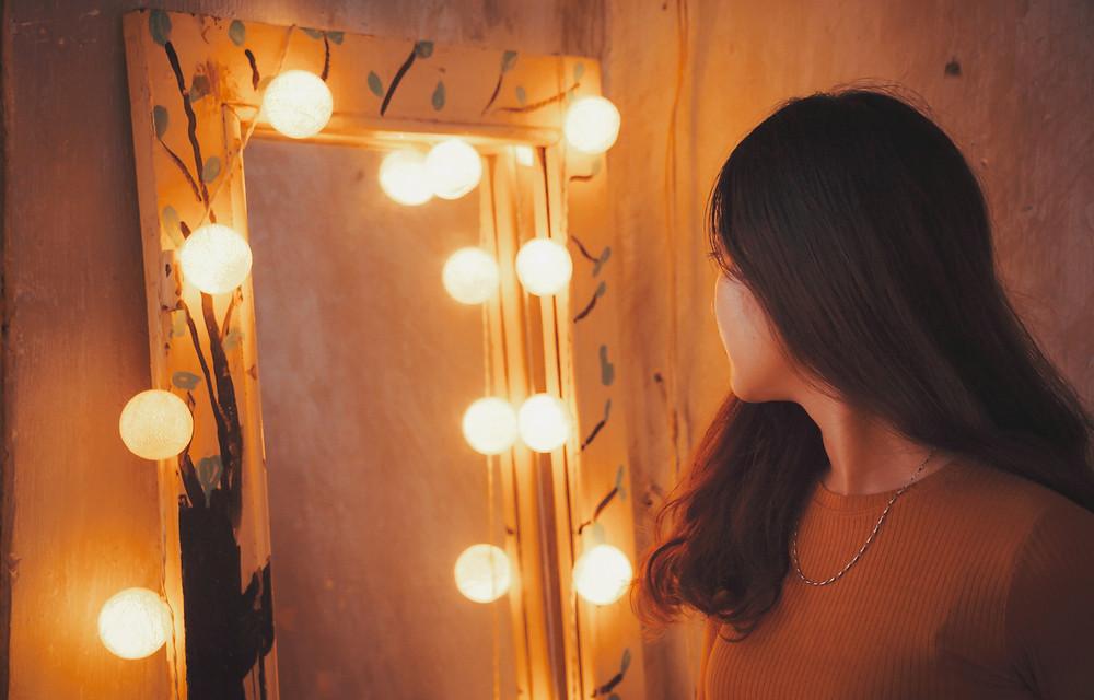 Woman facing a mirror.