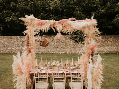 pink pampas wedding table.jpg