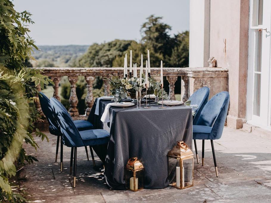 Blue and gold wedding decor