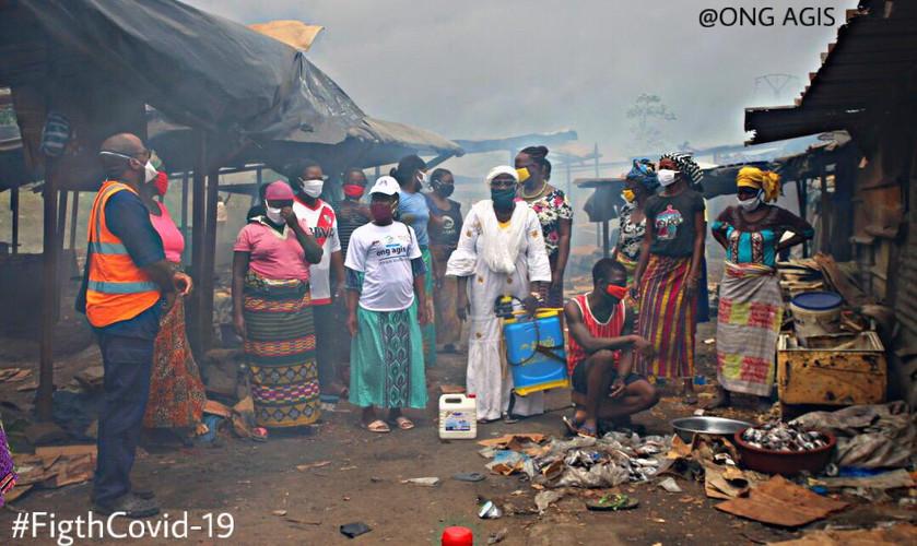 Femmes fumeuses de poisson d'Abidjan-Abobo