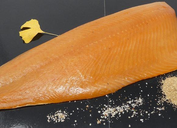 Filet de saumon Bömlo entier fumé au bois de hêtre