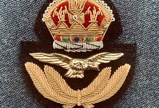 Kings Crown RAF Officers Cap Badge