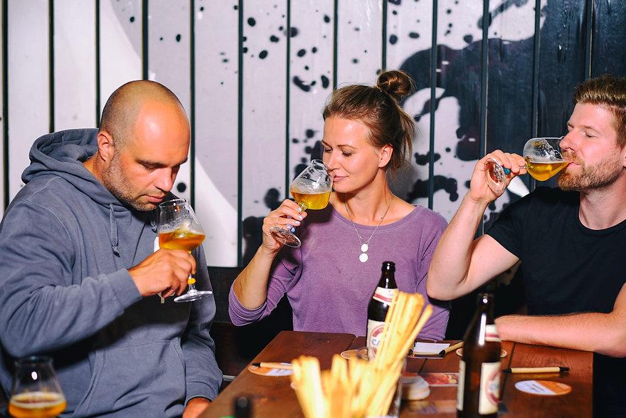 200824-bierapostel-bierverkostung-gruppe