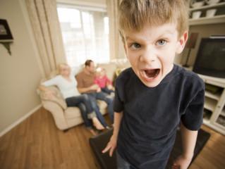 Детская агрессия – вспышка или черта? Как помочь вспыльчивому драчуну