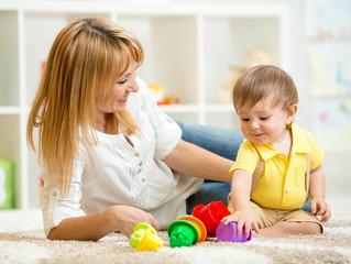 В помощь маме. Игры для детей от года на каждый день.