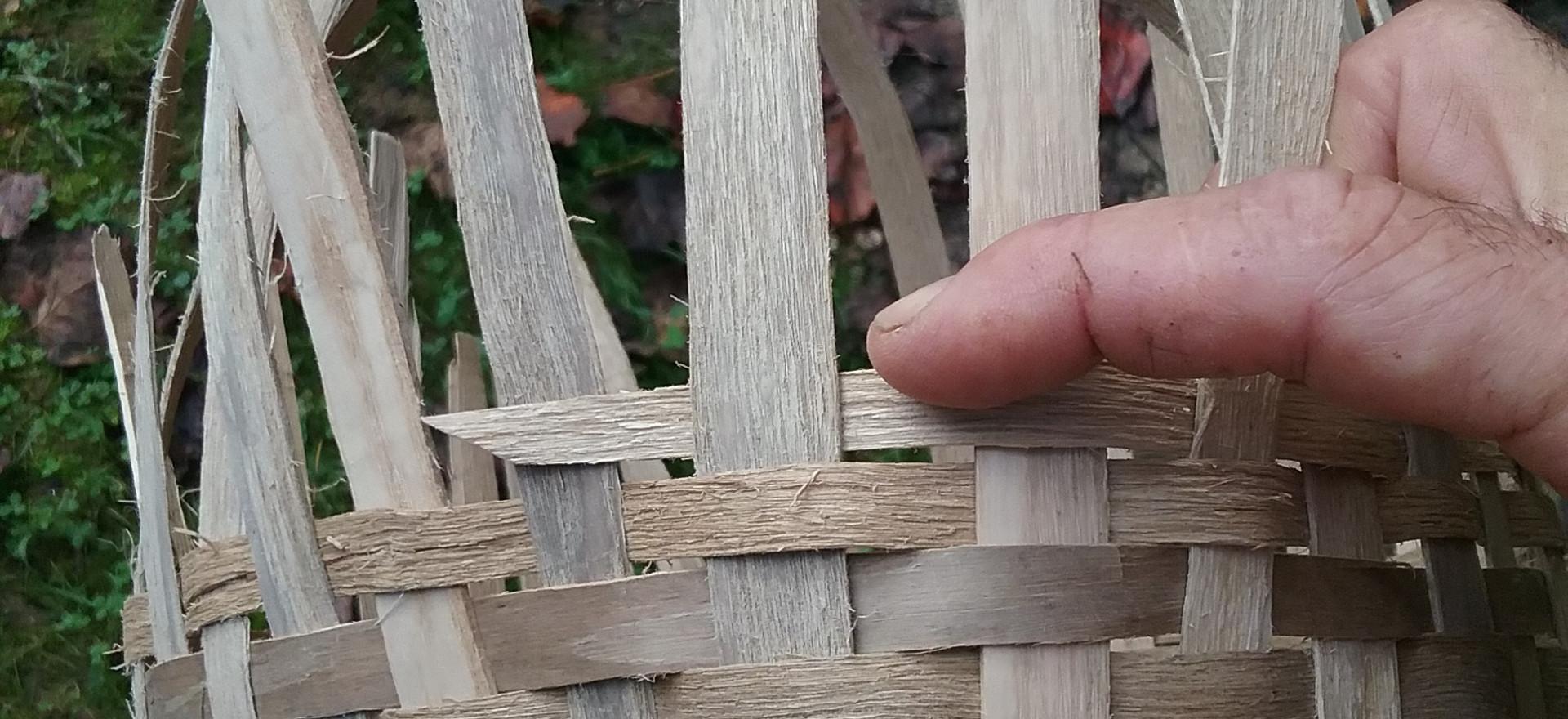 Weaving ash splint basket