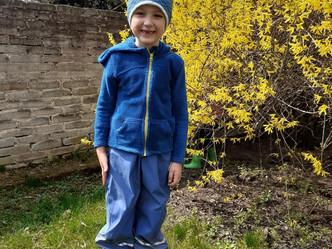 Naše děti si užívají jara i naší pěkné zahrádky...