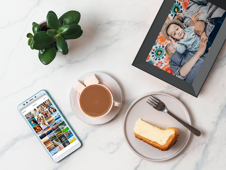 coffee-cheescake-smartphone-on-tabletop-