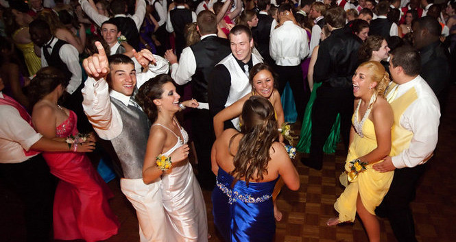 Climactic Entertainment offers dj services in Wilmington NC for high school proms and college formals.
