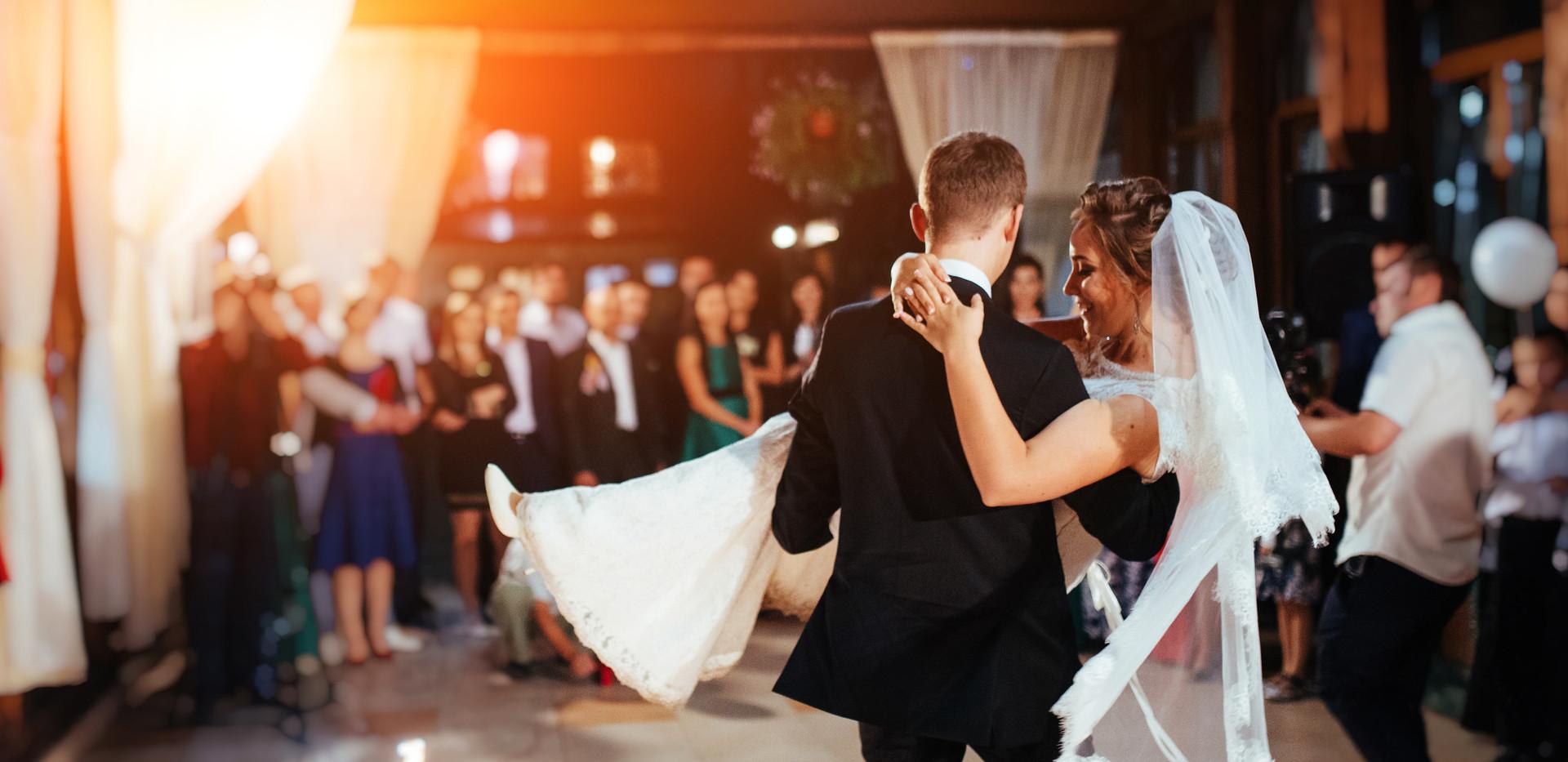 Wedding DJ Service in Surf City NC offering an affordable wedding dj.