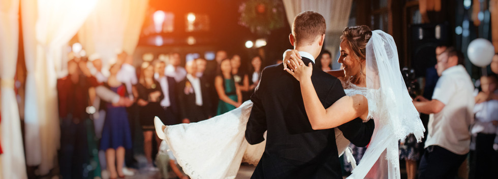 Wedding DJ Service in Surf City NC offering an affordable wedding dj.