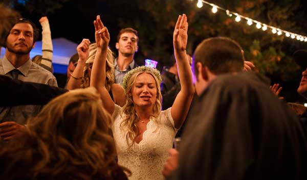 Wedding DJ Service in Oak Island NC offering an affordable wedding dj.