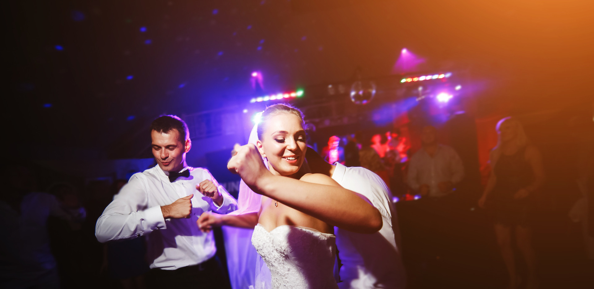 Wedding DJ Service in Southport NC offering an affordable wedding dj.