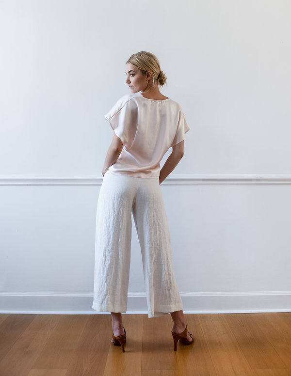 CONNI KAMINSKI SUMMER 2019 BRUSSELS BEGIUM FASHION DESIGNER ROSE SILK TOP WHITE LINNEN PANTS