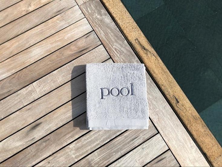 POOL - Serviette de bain - gris clair/broderie gris