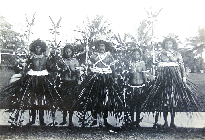 Te Karanga, dancing costumes, including ceremonial wigs (T.J. McMahon 1919)