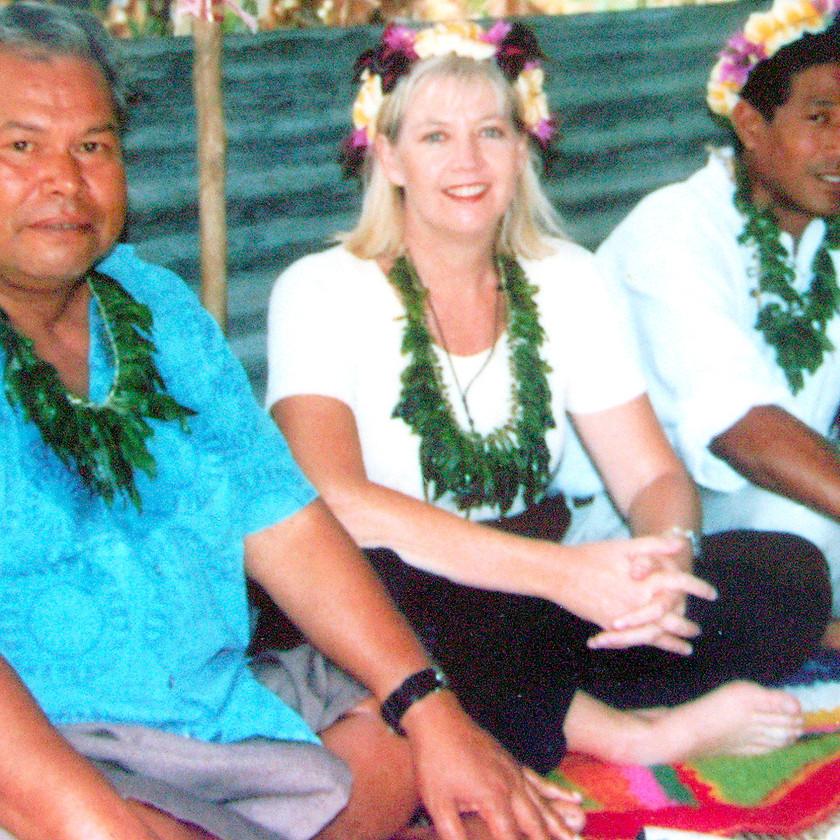 Stacey King and partner Banaban Ken Raobeia Sigrah at Te Aka ceremony, Rabi, Fiji 2002