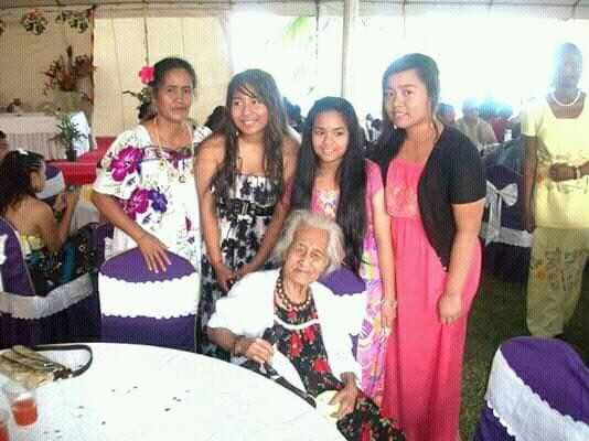 Nei Teranga Aneri with her youngest daughter and grand daughters