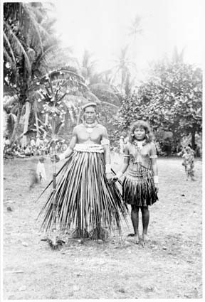 Early photograph of Te Karanga dancers Ocean Island 1900