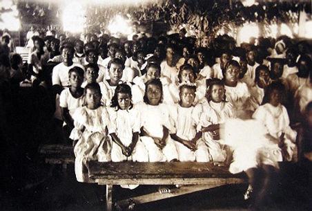 Early Christian congregation Banaba.jpg