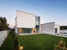 Baltas namas