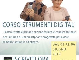 Corso strumenti digitali per anzianiSmartphone incluso.