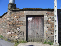 Front entrance to property.JPG
