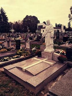 Socha Krista, cintorín Nové Zámky
